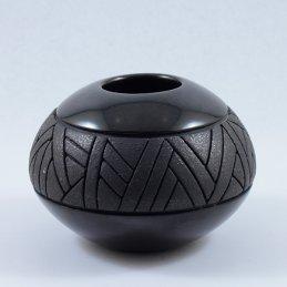 Linda Tafoya-Oyenque Blackware Jar with Incised Middle