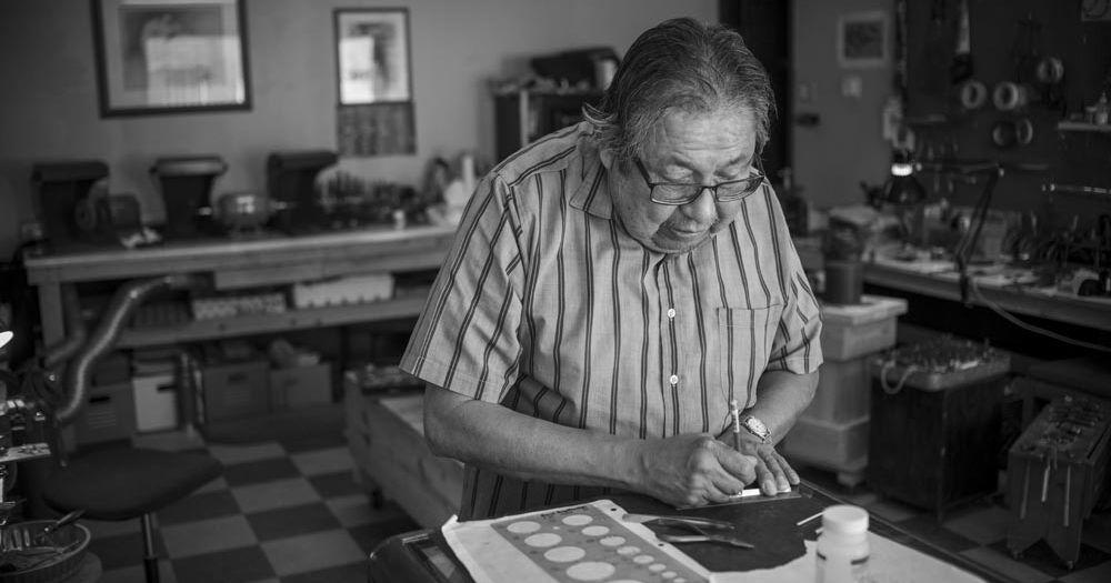 Norbert Peshlakai working in his studio
